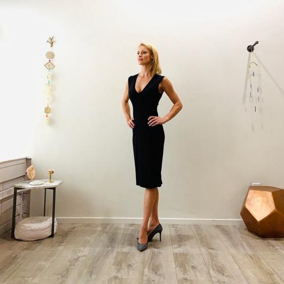 bebe Dresses & Skirts - Bebe. V neck. Low cut cocktail dress. ❤️